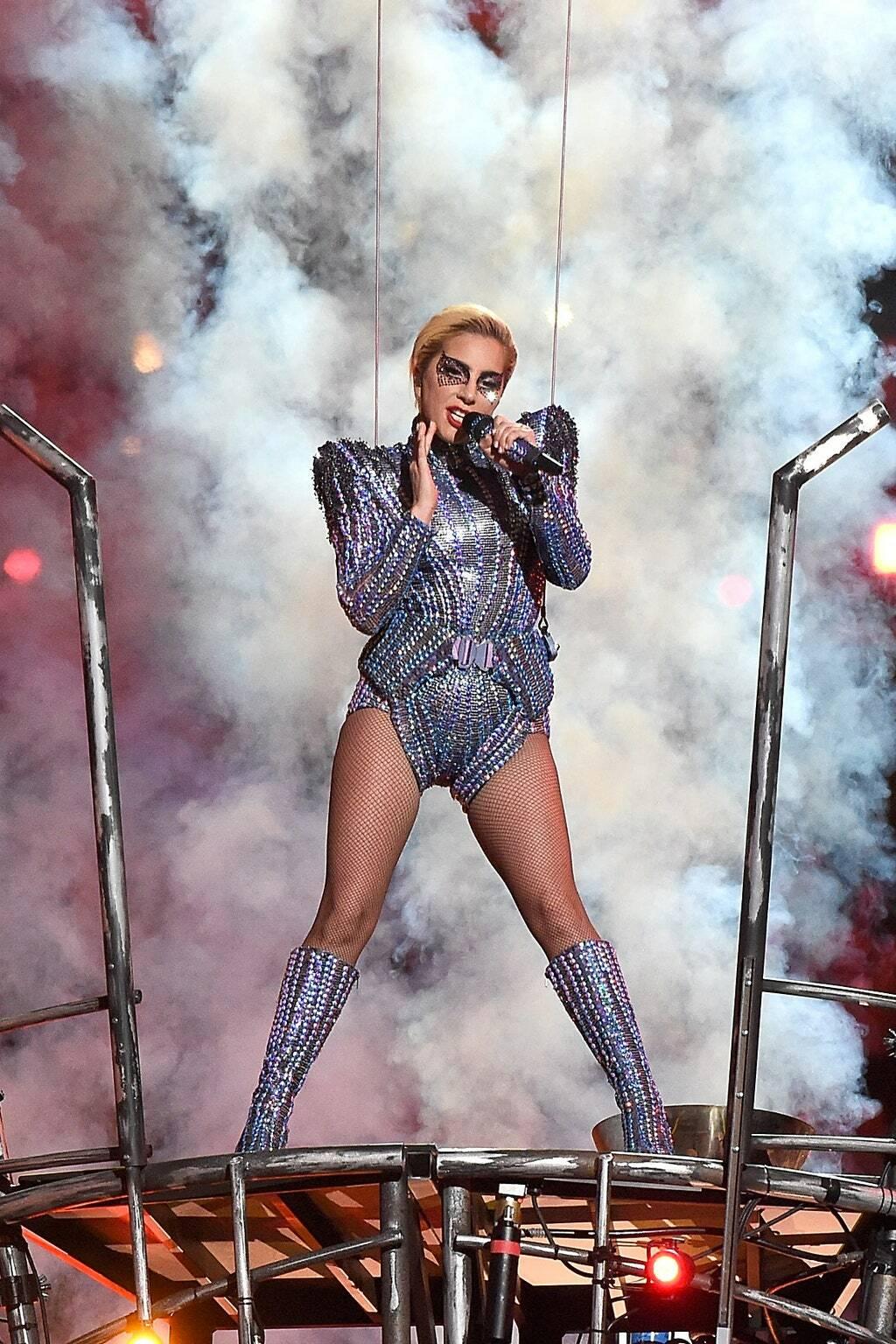 Сверкающее боди Леди Гага