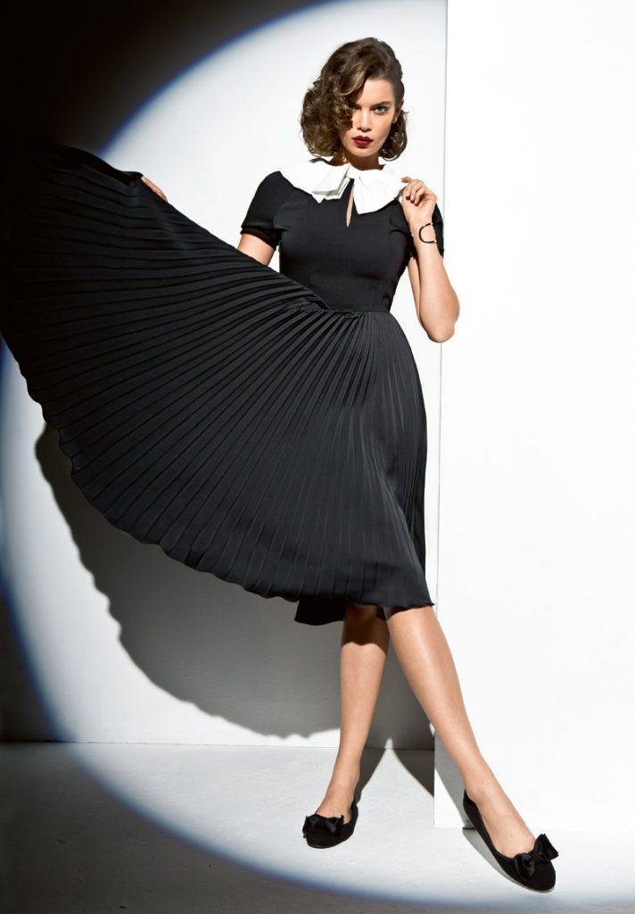 Платье с плиссированной юбкой.