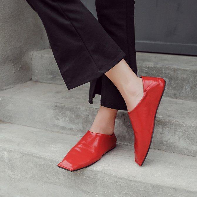 Туфли с квадратными носами.