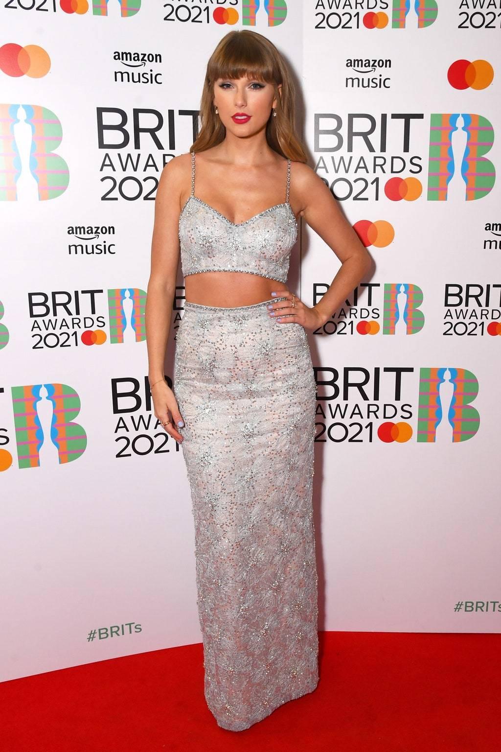 Тейлор Свифт на премии BRIT Awards 2021