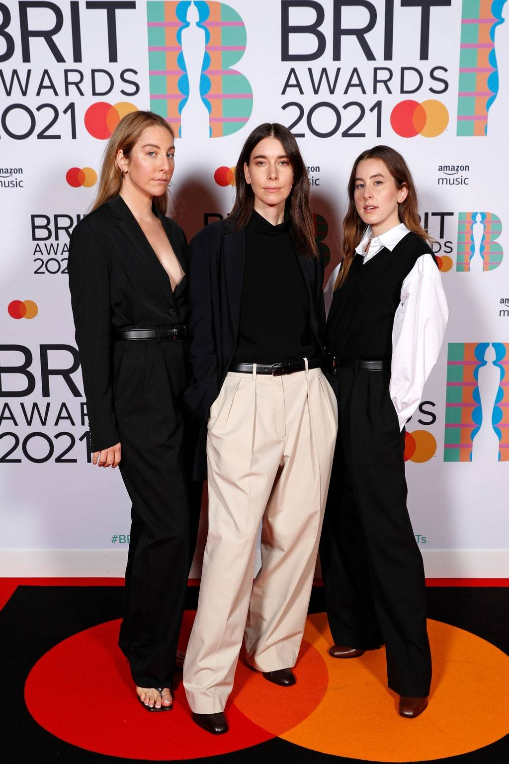 Группа Haim на премии BRIT Awards 2021