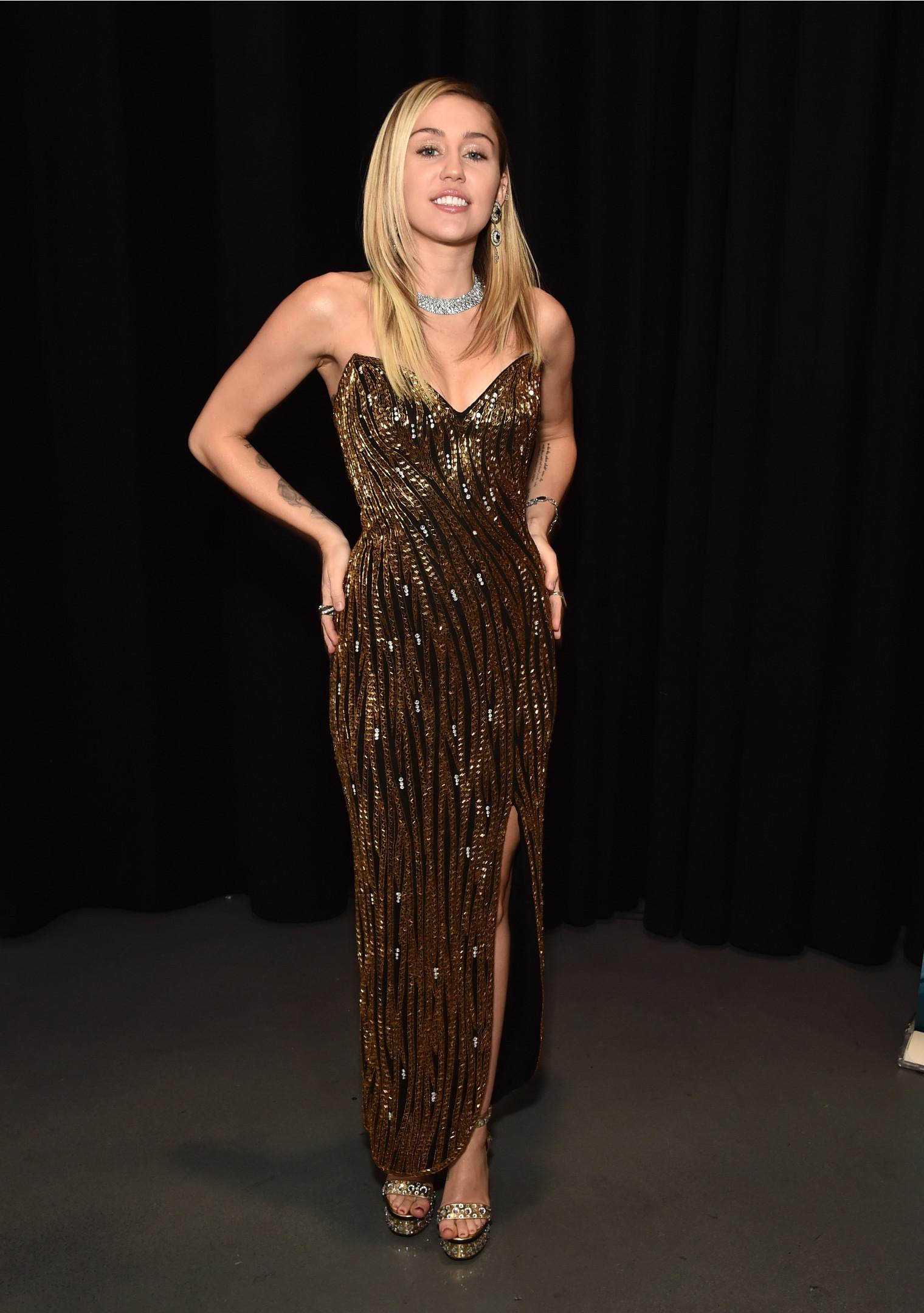 Майли Сайрус в винтажном платье