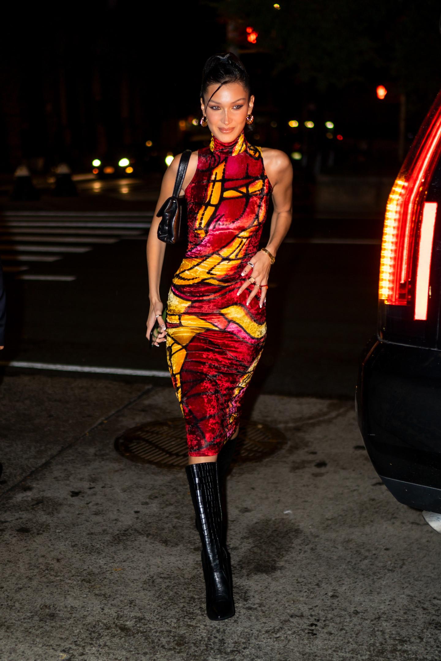 Белла Хадид в винтажном платье