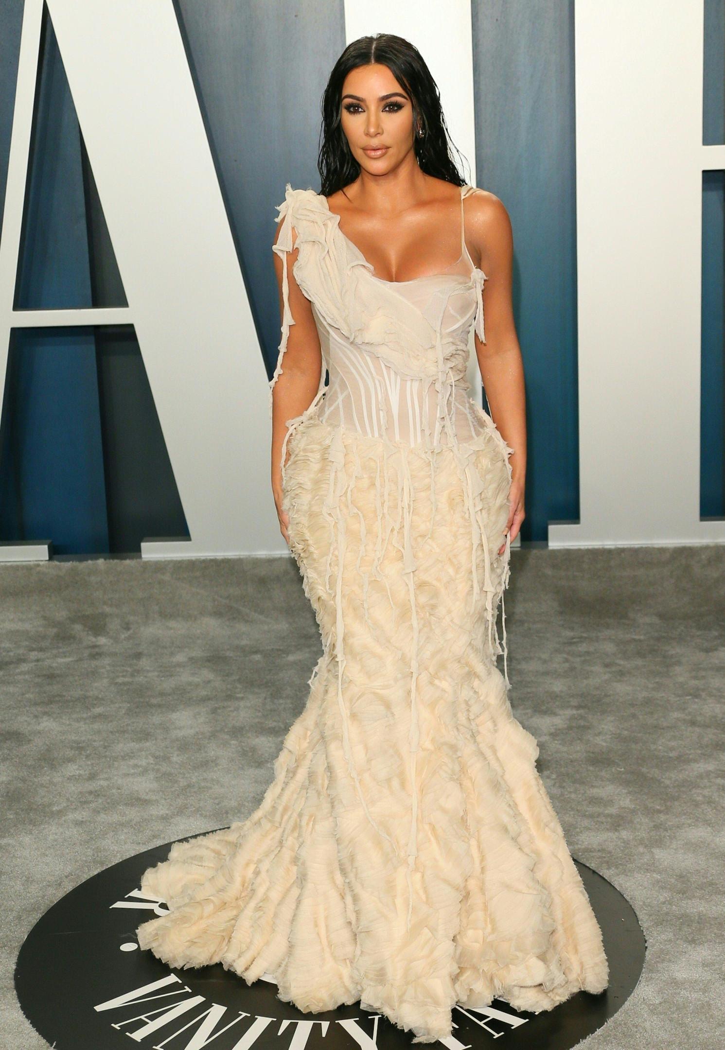 Ким Кардашьян в винтажном платье