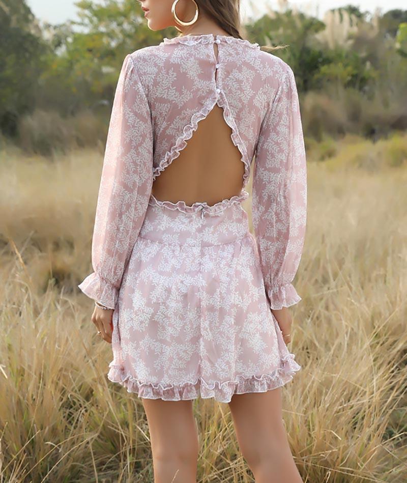 Платье с вырезом на спине.