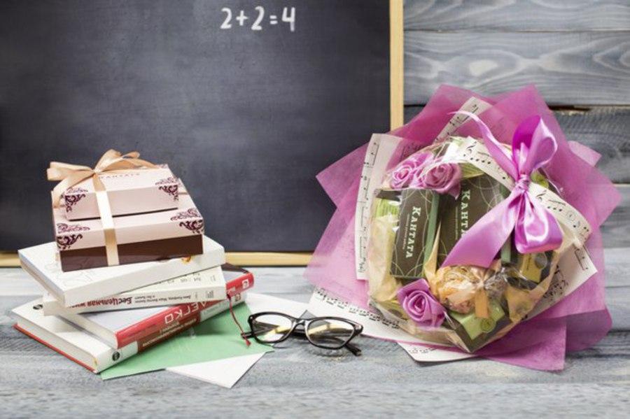 подарок учителю на выпускной