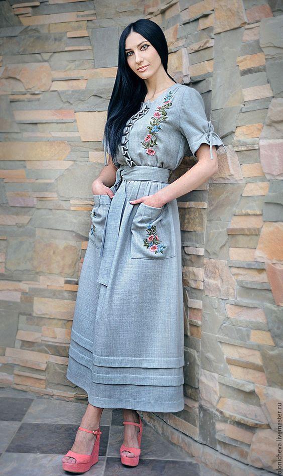 Повседневное платье с вышивкой.