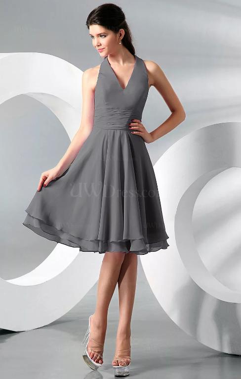 Серое платье.