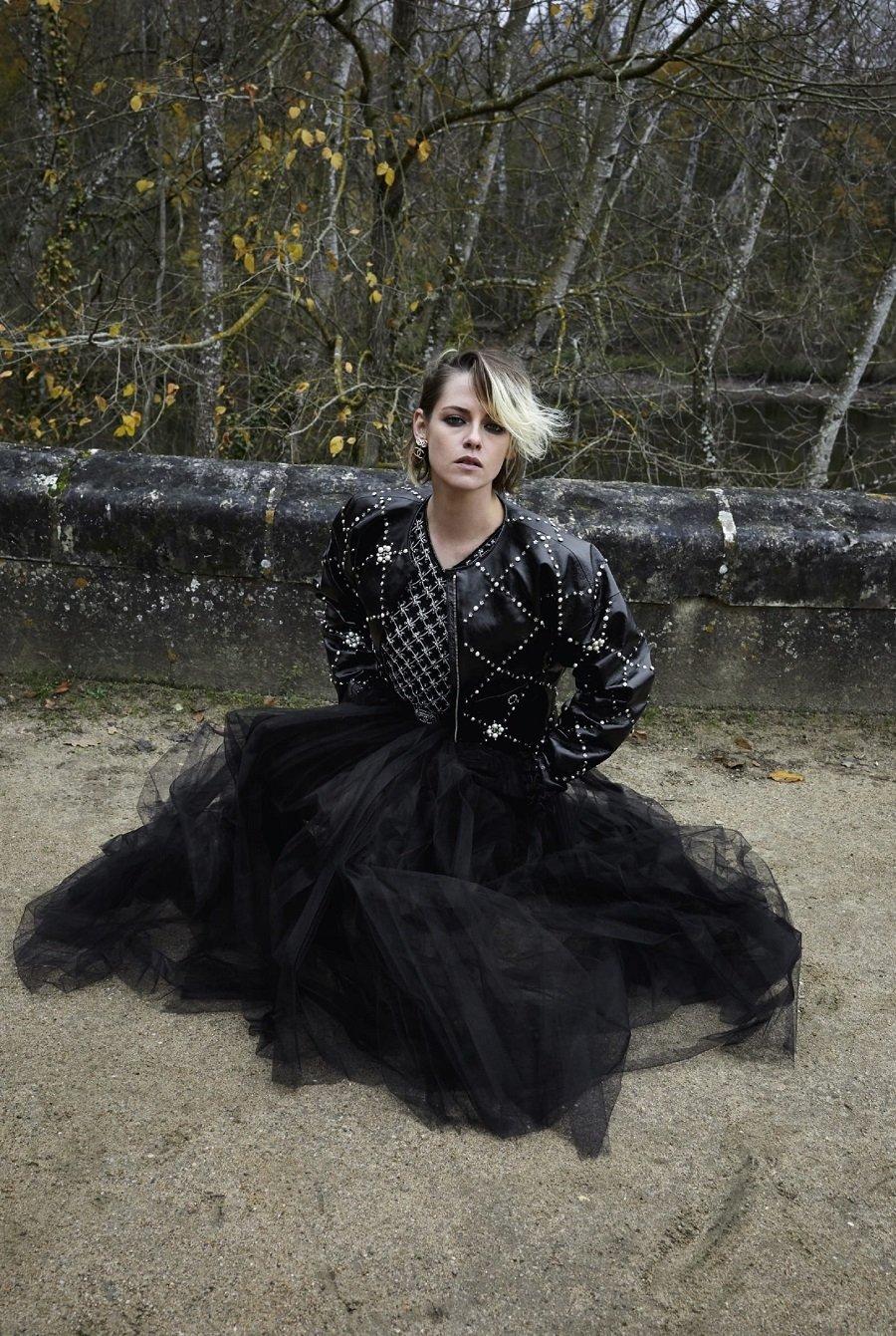 Актриса Кристен Стюарт в платье от Chanel