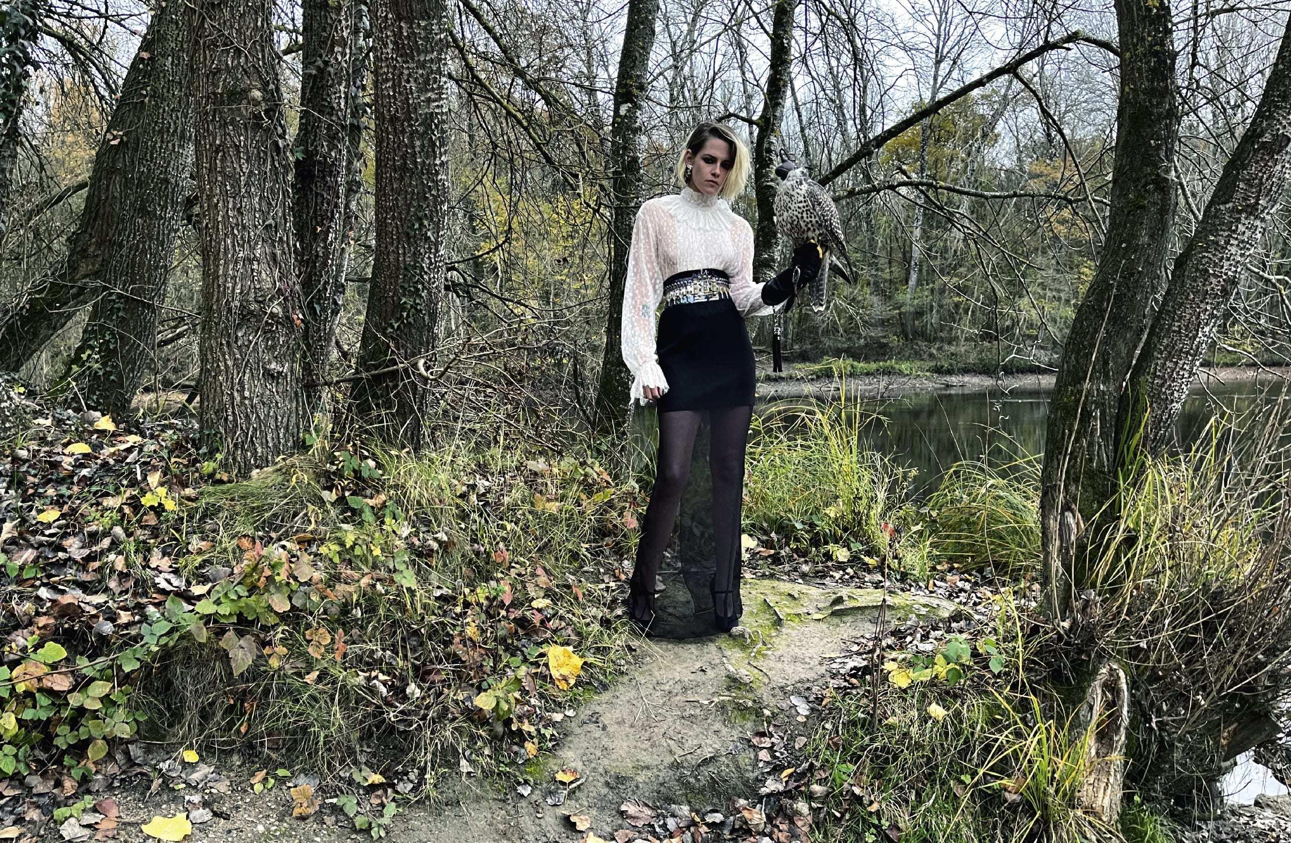 Кристен Стюарт в образе от Chanel