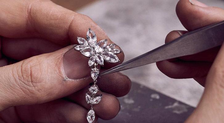 Изделия с кристаллами Сваровски