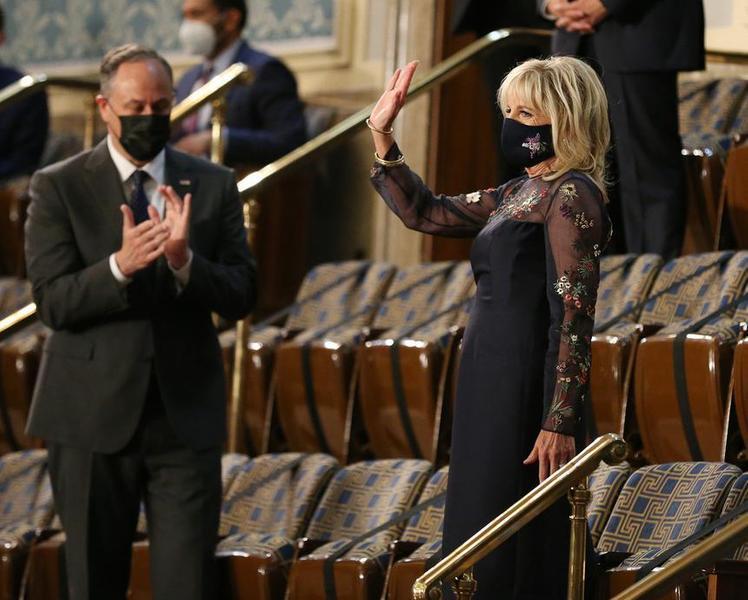 Джиллл Байден в платье с сеткой