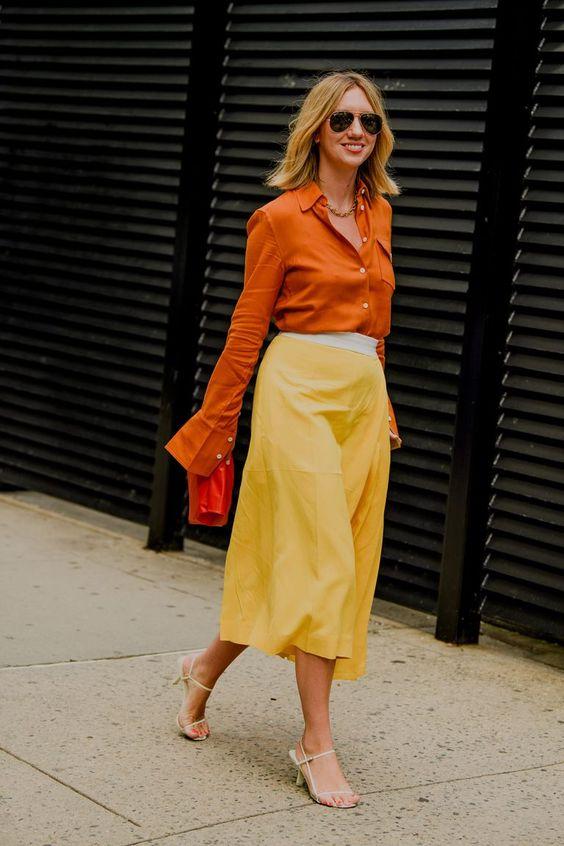 Оранжевая блузка.