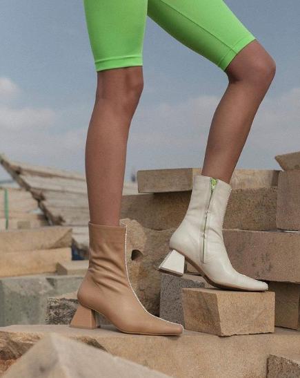 Двухцветная обувь.
