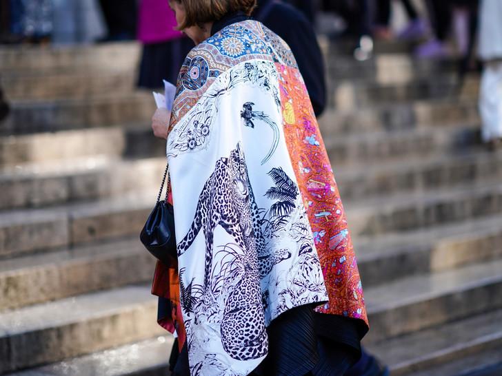 Актуальные шёлковые платки с принтом