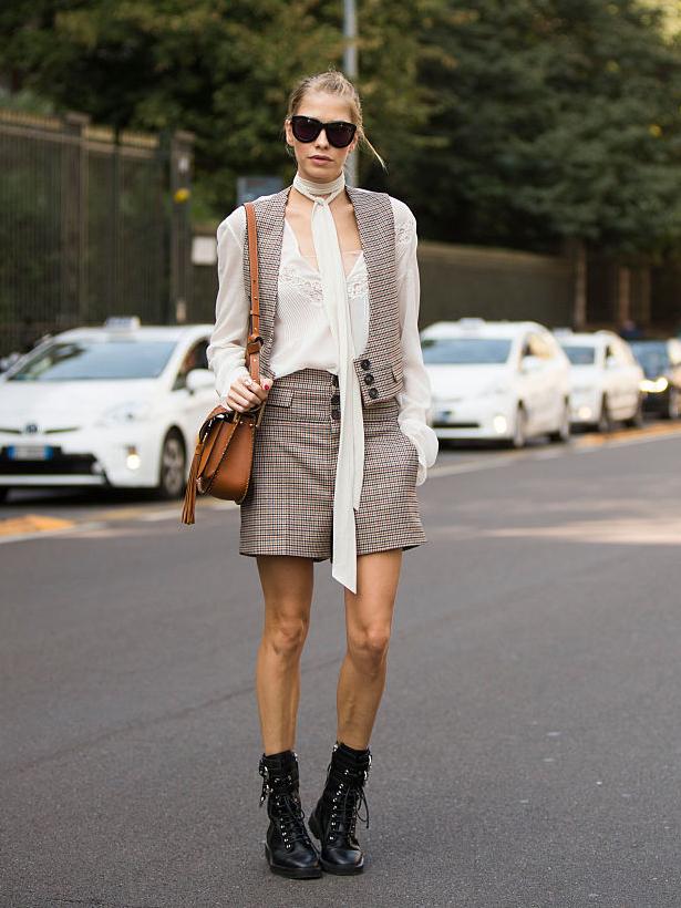 Юбка-шорты в сочетании с шёлковой блузой